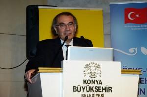 Prof. Dr. Nevzat Tarhan Konya'da konferansta ailede sadakatı anlattı
