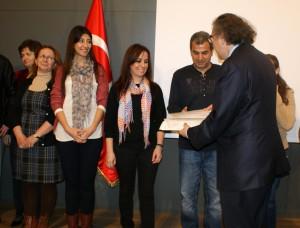 Rehber öğretmenlere sertifikalarını Rektör Prof. Dr. Nevzat Tarhan verdi