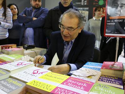 Prof. Dr. Tarhan, Yazar Foto 1