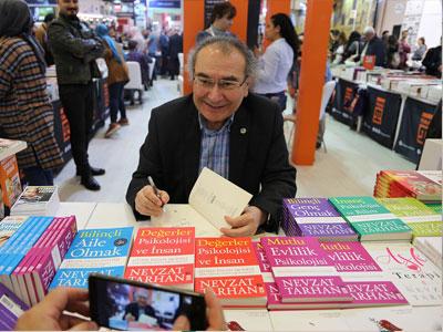Prof. Dr. Tarhan, Yazar Foto 3